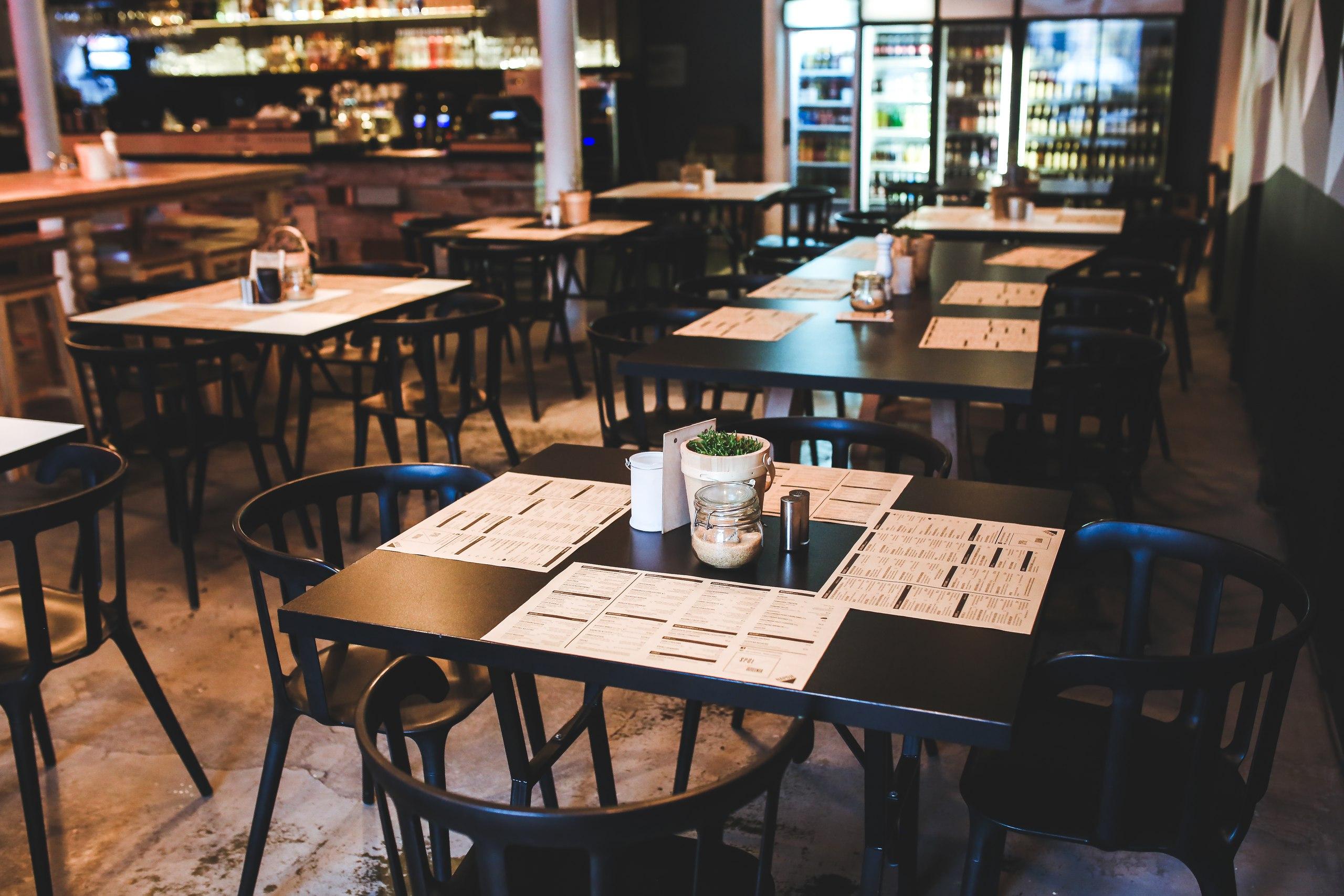 Стильный зал ресторанчика