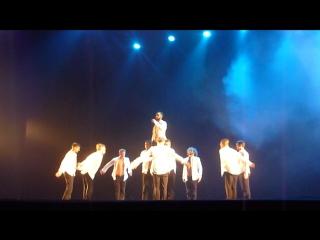 Шоу под дождём театра танца