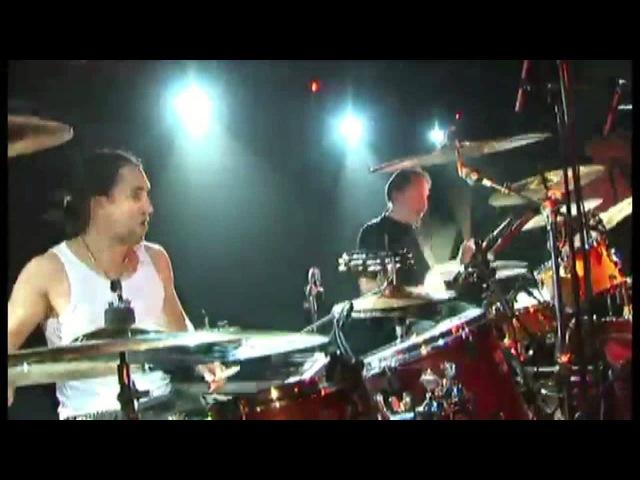 Соло на барабанах исполняют Андрей Шатуновский и Тим Иванов в пилотном проекте Высший пилотаж