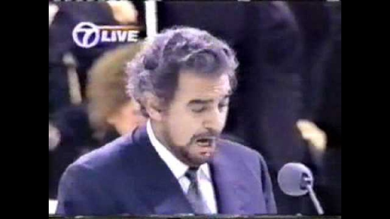 Placido Domingo sings Panis angelicus and Ave Maria