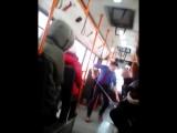 В пермском автобусе парень харкнул на пол в автобусе, а кондуктор заставила его мыть пол. Пермь, ВИДЕО