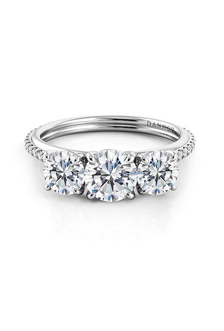HJHsLrem3kY - Обручальные кольца с тремя камнями (63 фото)
