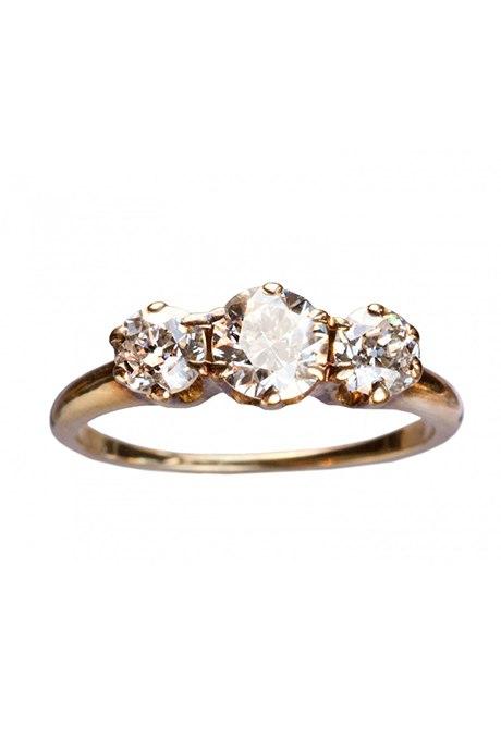 ilMRyhrDvw8 - Обручальные кольца с тремя камнями (63 фото)