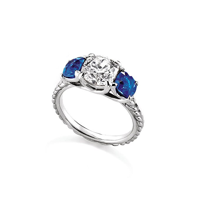 wuRcB1Z2o6k - Обручальные кольца с тремя камнями (63 фото)