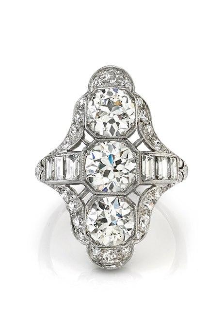 75jugzvt7iY - Обручальные кольца с тремя камнями (63 фото)