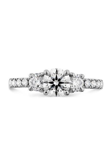 aJ8unQSkBT4 - Обручальные кольца с тремя камнями (63 фото)