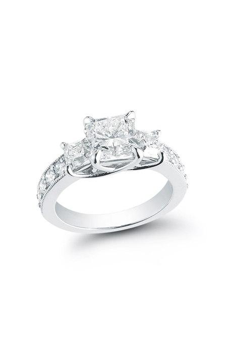 Ez90UKZSy0o - Обручальные кольца с тремя камнями (63 фото)