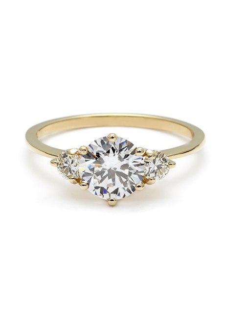 mmKC aqHuJM - Обручальные кольца с тремя камнями (63 фото)