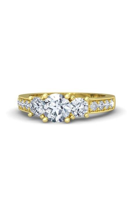 AN1gP28wAao - Обручальные кольца с тремя камнями (63 фото)