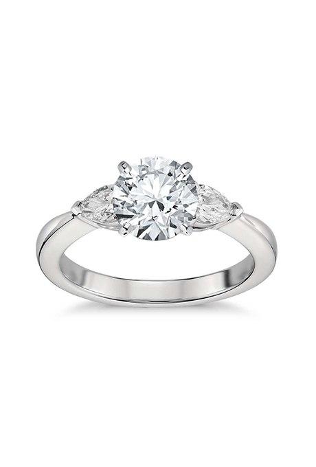 0wm8vQO nI - Обручальные кольца с тремя камнями (63 фото)
