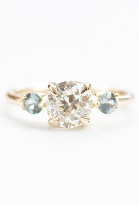 DcQ os6DBLE - Обручальные кольца с тремя камнями (63 фото)