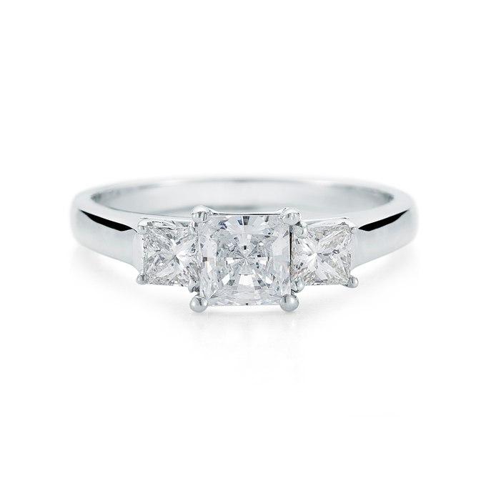YvKv1C3Izv4 - Обручальные кольца с тремя камнями (63 фото)