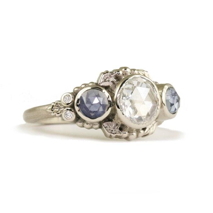 SFYK ATcGKg - Обручальные кольца с тремя камнями (63 фото)