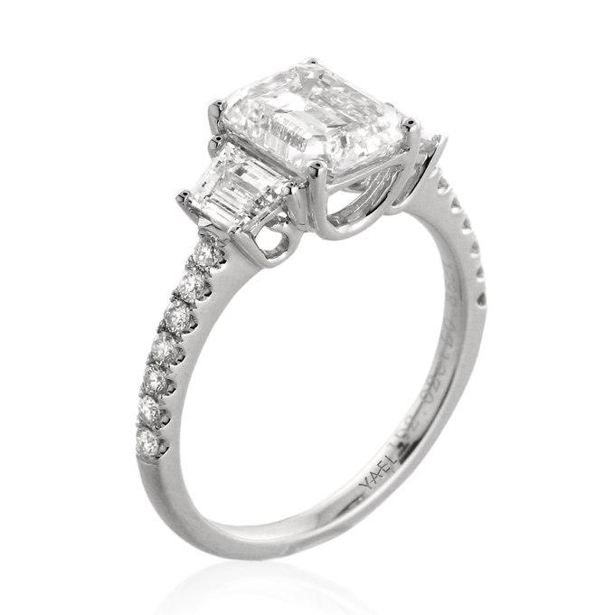 ipcslQTpA5I - Обручальные кольца с тремя камнями (63 фото)