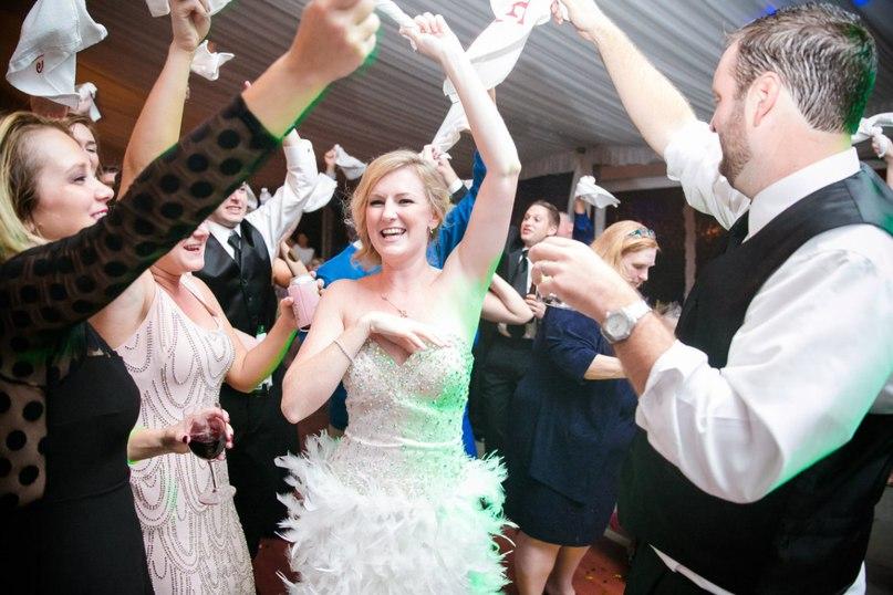 1L1e3H0JgJg - Как сэкономить на свадебном ведущем