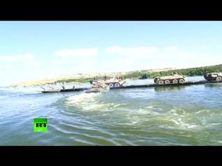 В ходе учения военные организовали паромную переправу через Волгу в Ульяновске