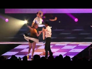 Glee -  Valerie - Glee Live 3D  - 2011.flv