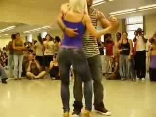 Удивительно прекрасный танец красивой попы Бачата)
