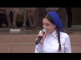 Чеченка красиво поет =)