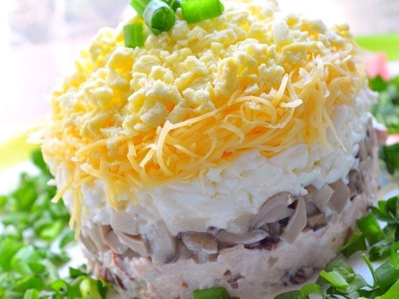 Салат нежный с копченой грудкой рецепт