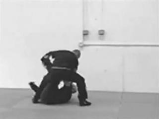 Как на самом деле работает самозащита от ножа