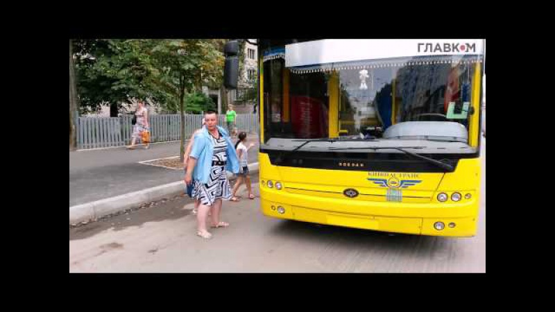 Как в Киеве водитель троллейбуса разгоняла бестолковых автолюбителей