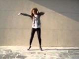 Офигенная девка, офигенно танцует! 360p