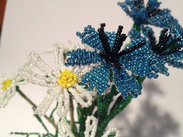 Васильки из бисера. Cornflower out of beads. Часть 2/2. Цветы из бисера