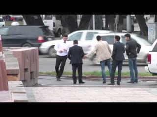 Пьяный гость на свадьбе избивает прохожего в центре Бишкека . KLOOP.KG Новости Кыргызстана