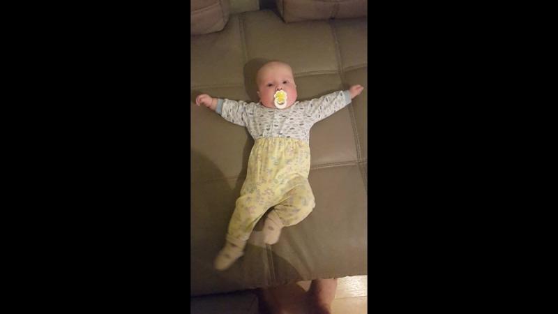 4-х месячный малыш танцует лезгинку