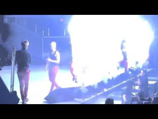 [FANCAM] 151114 GOT7 Youngjae was hit by the firework @ FM in Phillipines