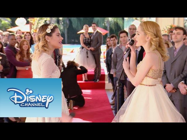 Ludmila y Violetta cantan Si Es Por Amor Momento Musical Violetta