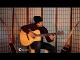 Парень нереально круто играет на гитаре!!