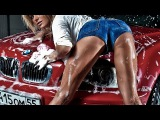 Прикол девушка моет автомобиль Funny girl washes the car