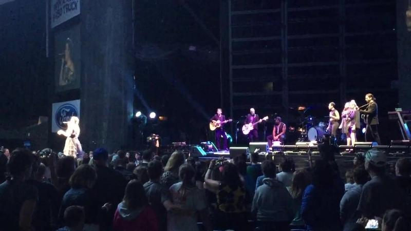 Kelly Clarkson - Bye Bye Bye (PbP Live - Buffalo) - 'N Sync cover