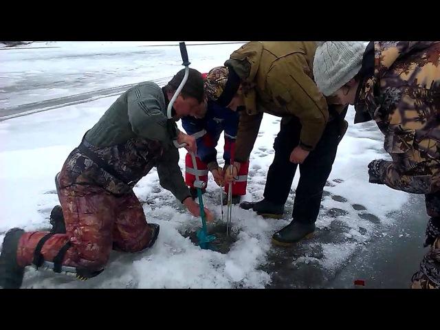 Зимняя Рыбалка.! Рыбаки не могут вытащить Огромную Щуку.! Лучшая Рыбалка етого сезона.! Щука 20 кг