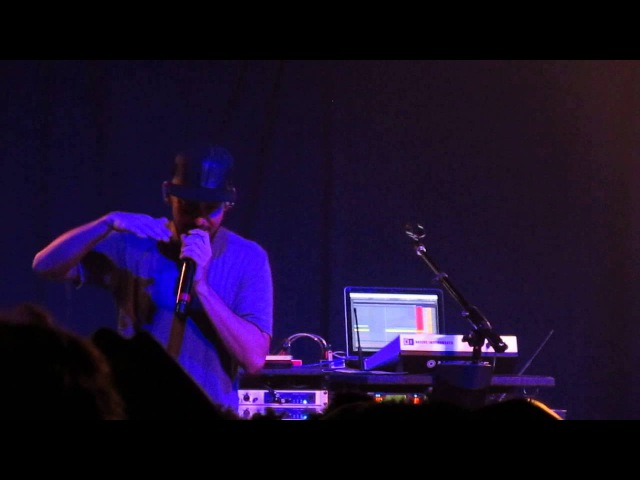 Mike Shinoda Takes Request at his Fort Minor Scala London Show