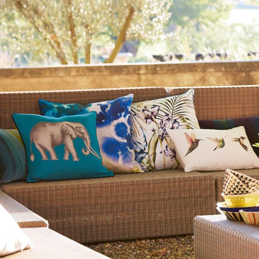 Декоративные подушки от Morris&Co и Harlequin http://www.