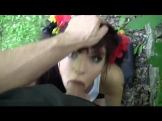 сосет в лесу русское порно