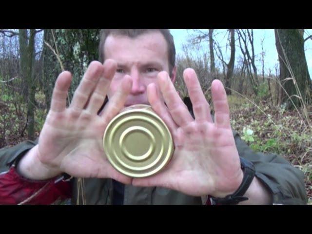 Вскрывание плоской консервной банки голыми руками