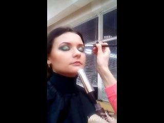 Макияж smoky eyes - этапы создания визажа зеленые тени и блестки