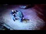 Пьяные бандиты пытаются ограбить старика, но они не знали что он боксёр