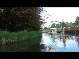 Мы в парке атракционов и сказок в лодке по каналу .Efteling ,Nederland