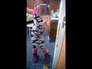 Алена примеряет сшитое нами платье.