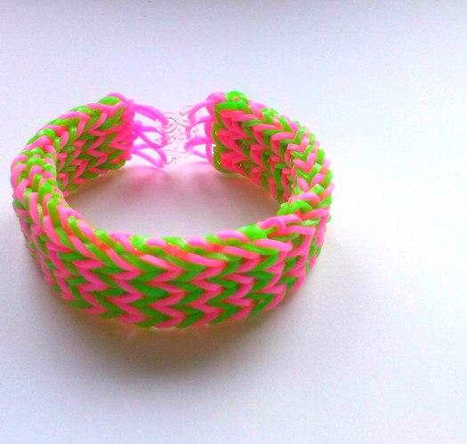 Видео как сделать из резинок браслеты тройной