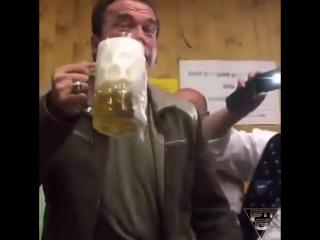 Crazy arny. arnold schwarzenegger drink beer _ арнольд шварценеггер любит пить свежее пиво