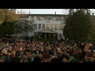 В Хасавюрте у здания местного перинатального центра собрался несанкционированный митинг
