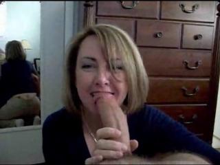 Жена хорошо делает минет (домашнее порно, минет, мамка, milf, blowjob, amateur)