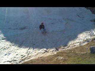 Роман-Кош, 17 мая 2015 Классно Влад катается на снежной горе в Крыму