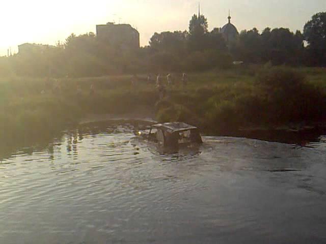 брод через реку на УАЗЕ